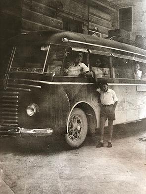 Il FIAT 626 RN impiegato nella relazione Isernia – Capriati al Volturno – Caserta – Napoli. Targa CE 3278. A fianco un giovanissimo Angelo Ferrazza